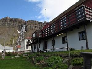 Der Duft von Kaffee und Waffeln durchzieht das Hotel Djúpavik in den ab-gelegenen Westfjorden.Foto: (C) Claus Sterneck, clausinisland.com