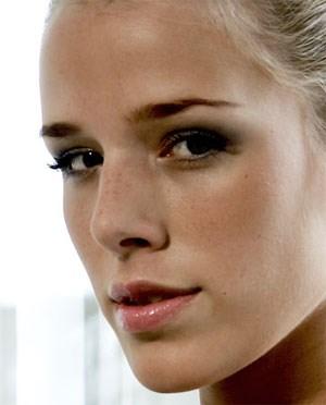 Vielleicht die schönste Nase seit Cleopatra: Ex-Miss-Austria Tatjana Batinic - missneu