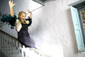 """Meryl Streep wirbelt in """"Mamma Mia!""""  schwungvoll durch die Abba-Mythologie - und gibt dem Film damit ein Zentrum."""