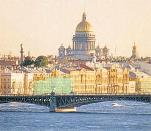 """Die """"Weißen Nächte"""", in denen die Sonne nie ganz untergeht in St.Petersburg, sind heuer zwar schon vorbei, aber es gibt genügendandere Gründe, hier einige Tage an die Kreuzfahrt anzuhängen. UnitedTours ist ein guter Ansprechpartner, wenn es etwa darum geht, hier einvernünftiges Hotel zu finden, das den Budgetrahmen nicht sprengt. DerRussland-Spezialist kann aber auch ein interessantes Programm für nurwenige Tage zusammenstellen, das zwar jederzeit individuell, aber auchmit kundiger Reiseleitung gebucht werden kann.unitedtours.at"""