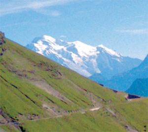 Es herbstelt schon im Aosta-Tal. Auf dem Weg in Richtung Hochsavoyenwerden die Lärchenwälder dann noch einmal lichter, es riecht noch nachSommer, und der Weißwein verheißt schon den Süden und das Meer.