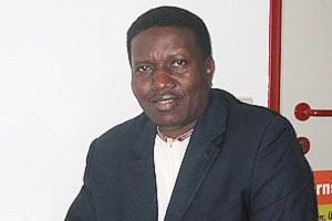 Paul Bateeze ist Leiter der ugandischen NGO JIDDECO (Jinja Diocesan Coordinating Organisation). Die NGO ist in der Diözese Jinja im Südosten des Landes aktiv. Probleme dort sind niedrige Ernteerträge wegen schlechter Qualität der Böden und des Saatgutes. Die Folgen sind Krankheiten und Unterernährung.