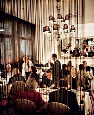 Essen und gesehen werden: das Restaurant im neuen Hotel Herrenhof.