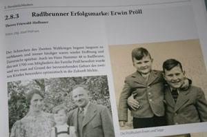 Erwin Pröll als kleiner Bub mit seinem älteren Buder Sepp, dem Vater des Landwirtschaftsministers.