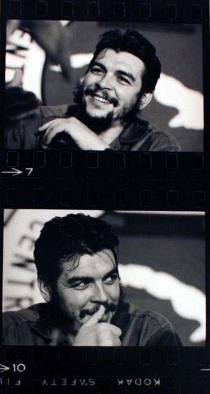 """Che Guevara fotografiert von René Burri während eines Interviews mit einer Jouralistin der Zeitschrift """"Look""""."""