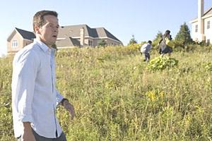 """Auf der Flucht vor einer unsichtbaren Bedrohung: Mark Wahlberg in M. Night Shyamalans Film """"The Happening""""."""