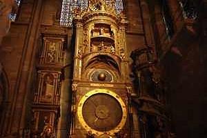 Die astronomische Uhr im Straßburger Münster berechnet heute wieder exakt alle erdenklichen Datums- und Planetenkonstellationen.