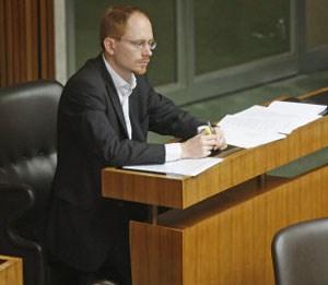 """""""Wir haben genügend Protestparteien - FPÖ, BZÖ - und niemand will mit denen zusammenarbeiten. Ein liberales Projekt hat sich immer der Herausforderung gestellt, Regierungsverantwortung übernehmen zu müssen."""""""