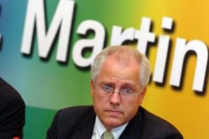 Der EU-Abgeordnete Hans-Peter Martin wird nicht bei den Nationalratswahlen antreten. Martin verzichtet sowohl auf eine Kandidatur gemeinsam mit Dinkhauser als auch auf ein Antreten mit einer eigenen Liste.