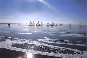 Wenn der Neusiedler See bei Windstille zufriert wie im vergangenen Jahr, dann ist er nicht nur der wohl größte, sondern sicherlich auch der schönste Eislaufplatz Europas.