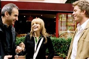 """Suche nach den Wurzeln der Kunst: Regisseur Olivier Assayas mit seiner Darstellerin Juliette Binoche (und Clint Eastwoods Sohn Kyle, zu sehen in einem kleinen Gastauftritt)Zur Person:Olivier Assayas (53) ist Regisseur und Drehbuchautor (""""Irma Vep""""); zuletzt drehte er mit Asia Argento den Thriller """"Boarding Gate"""" ."""