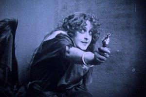 Ein Mädchen und ein Revolver – nach J.-L. Godard und D. W. Griffith die Formel fürs Kino: Gustav Deutsch formt daraus eine Kosmologie, die bis an den Ursprung der Welt zurückführt.
