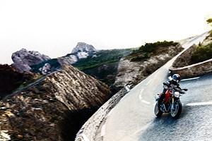 3.500 Euro mehr muss man für die Ducati Monster 1100 hinlegen.