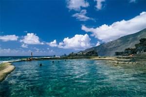 Die einfache Infrastruktur von Unterkünften auf El Hierro ist kein Thema - Pools, natürlich beheizt und von bester Wasserqualität, hat die Bucht von Tacorón selbst eingerichtet.