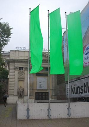 Projektionsflächen für Fiktionen: Not enough detail is given for a reconstruction, however (2009) vor dem Künstlerhaus Kino Wien.