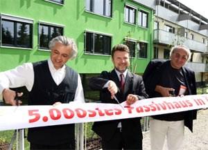 Eröffneten das 5000. Passivhaus Österreichs: Fritz Oettl von der IG Passivhaus, Wohnbaustadtrat Michael Ludwig und Architekt Werner Hackermüller (v.l.).