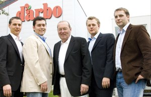 Nun sind seine Söhne am Ruder (von li nach re: Sohn Martin, Matthias, Klaus sen., Klaus jun. und Stefan Darbo)