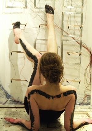 """""""Bare"""" : Die Zaubertinte von Bibi Nelson, Isabel Lizardi u.a. verschmiert nicht und leitet elektrische Impulse."""