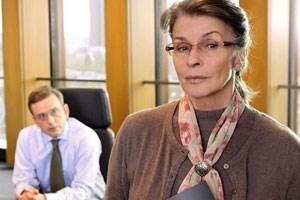 Senta Berger als korrekte Frau Böhm.