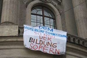 """Neben Studenten und Schülern sollen sich heute auch die Initiative""""Kindergartenaufstand"""", die Gewerkschaftsjugend (ÖGJ) undprotestierende Lehrende der Uni Wien beteiligen."""