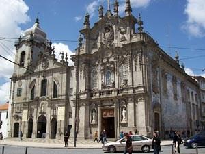 """Auf der Außenwand der Igreja do Carmo findet man die für Portugal so typischen, prächtigen Fliesen, genannt """"Azulejos"""".Mehr Bilder der Kirchen von Porto gibt's in einer Ansichtssache."""