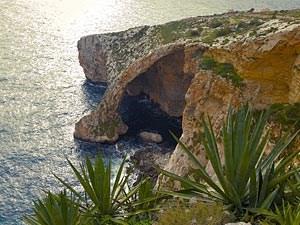 """Ist die See ruhig, kann die """"Blaue Grotte"""" mit Booten besichtigt werden.Sonst bleibt nur der Panoramablick.Foto: aboutpixel.de/""""Blaue Grotte 2""""/© schachspieler"""