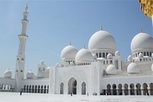 Hier hat es nicht zu einem Rekord gereicht, gigantisch ist sie immer noch: Die Sheikh-Zayed-Moschee in Abu Dhabi ist die drittgrößte der Welt.Foto: Eleen/wikipedia.org; Diese Datei ist lizenziert unter der Creative Commons Namensnennung 2.0 Lizenz.