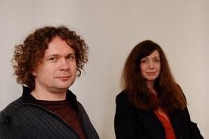 Sylvia Eckermann und Gerald Nestler in ihrem neu adaptierten Atelier, das aus der Zusammenlegung dreier unterschiedlicher Geschäftslokale entstand.