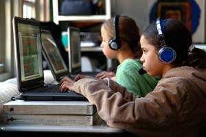 Bei Quest to Learn, einerSchule in Manhattan, basiert der Lehrplan ausschließlich aufVideospielen. In Großbritannien wird sichere Internetnutzung ab 2011 Pflichtfach inden Schulen.