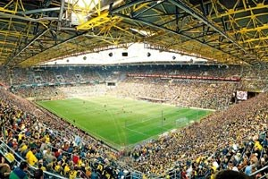 Zuschauerrekord. Die deutschen Fans bleiben ihren Vereinen auch in der Krise treu.