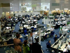 "Newsroom vom ""Daily Telegraph"" hinter der Victoria Station in London: Der Parade-Newsroom der Zeitungsindustrie als Vorführstück für digitale Zeitenwende."