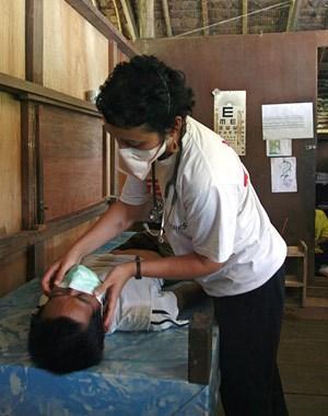 Marianne Gale ist medizinische Beraterin für HIV und Tuberkulose beiÄrzte ohne Grenzen und hat tuberkulosekranke Kinder in Thailand und inNiger behandelt.