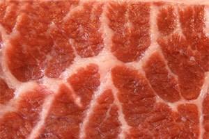 """Fleisch ist erlaubt, auch Eier und Käse. Die Aufnahme von Kohlenhydraten soll bei """"Low-Carb""""-Diäten hingegen stark eingeschränkt werden."""