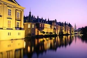 In den Amsterdamer Grachten wird es im August wieder voll.