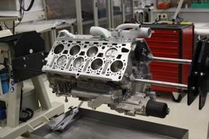 Auch dieses legendäre Meisterstück kommt aus dem VW-Motoren- und Komponentenwerk in Salzgitter: Bugatti-16-Zylinder mit 1001 PS.