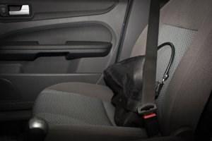 Den Sensoren im Beifahrersitz ist es egal, ob eine Handtasche oder ein Beifahrer drauf sitzt.
