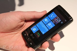 "LGs Windows Phone 7 ""Panther"" in Aktion. Mehr Fotos auf Pocket-lint"