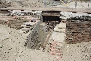 Die alte Wagonwage aus dem 19. Jahrhundert ist für die Anrainer die Attraktion der Grabungsstelle