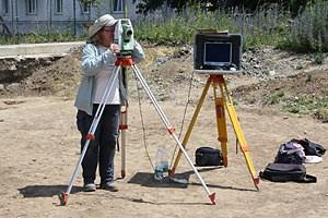 Der Boden wird heute auch mit Hilfe von technischen Geräten vermessen und die Daten im Computer ausgearbeitet