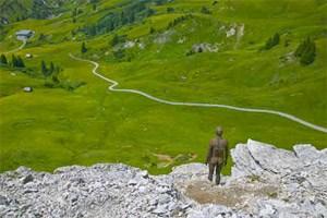 Einen eisernen Blick im Rücken hat man, je nach Position, beim Wandern in Warth-Schröcken ab dem 31. Juli.
