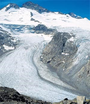 Unten wachsen die Geröllfelder, doch rund um den Großvenediger ist der Gletscher noch so, wie man es sich erträumt.