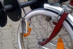 Es ist nicht besonders schlau, das abgeschraubte Pedal beim Rad zu lassen.