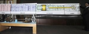 Bei der Präsentation des wichtigesten Beweisstücks passierte den südkoreanischen Ermittlern ein peinlicher Fehler: die Torpedofragmente passen nicht zum Plan. Ein Büroangestellter hatte irrtümlich das falsche Dokument ausgedruckt, berichtet China Daily