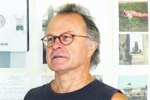 """Richard Wall lebt in OÖ. Von ihm erschien u. a. """"Am Rande"""" (Gedichte, Rimbaud, 2006), """"Rom. Ein Palimpsest"""" (Kitab, 2006). """"Buchprämie 2009"""" des BMUK für den Gedichtband """"Unter Orions Lidern""""."""