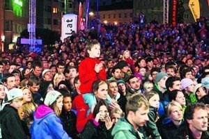 Fast 5000 Fans zitterten in Innsbruck beim Finale im Bouldern mit. Mehr Zuschauer hätte der Marktplatz definitiv nicht vertragen.