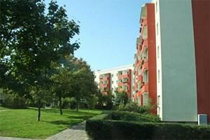 Wohnungen für das Volk: Rund 45.000 Wohnungen für bis zu 120.000 Menschen wurden vom DDR-Regime in Hellersdorf errichtet bzw. deren Errichtung in Auftrag gegeben.