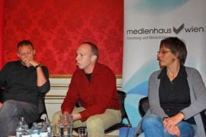V.l: Alfred Noll (Rechtsanwalt, Schwerpunkt Medienrecht), Jörg Wipplinger (Blogger diewahrheit.at) und  Gerlinde Hinterleitner (Vorstand und Chefredakteurin derStandard.at).