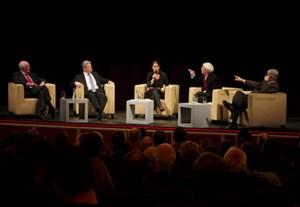 Das Podium im Burgtheater (v. li.): Rolf Tophoven, Joachim Gauck, Moderatorin Alexandra Föderl-Schmid, Hans-Christian Ströbele und Otto Schily.