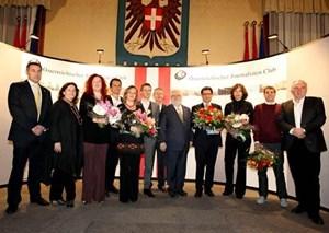 Irene Brickner (dritte von links) bei der Überreichung des Preises im Wiener Rathaus.