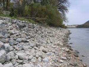 So sah das linke Donauufer bei Thurnhaufen nahe der Hainburger Brücke vor dem Rückbau aus.
